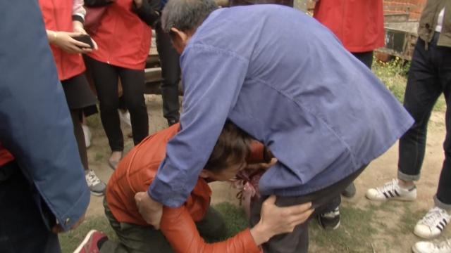 被拐30年见生父,他扑通跪地:对不起