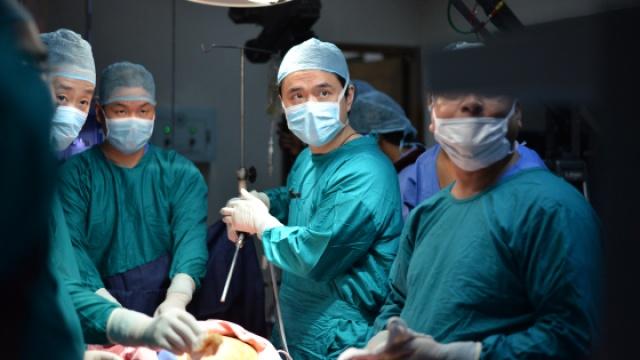 以泌尿外科神技游走各国的新张骞