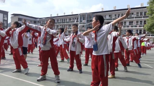美呆!他们的课间操是跳民族舞
