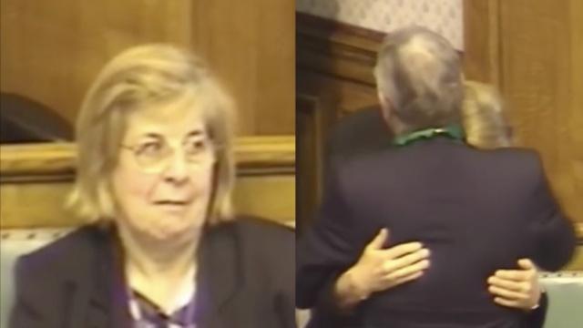 议长卸任演说突然求婚,女议员惊呆