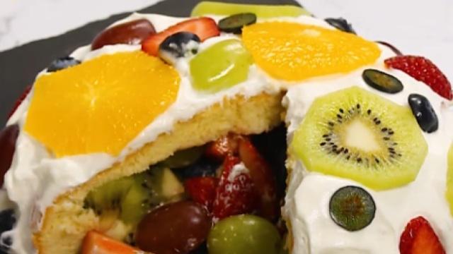 蛋糕上的水果荟萃,满足的水果盛宴
