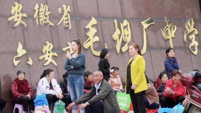 """亚洲最大""""高考工厂""""养活了这群人"""