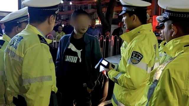 男子醉驾遇查,酒精含量引交警惊呼
