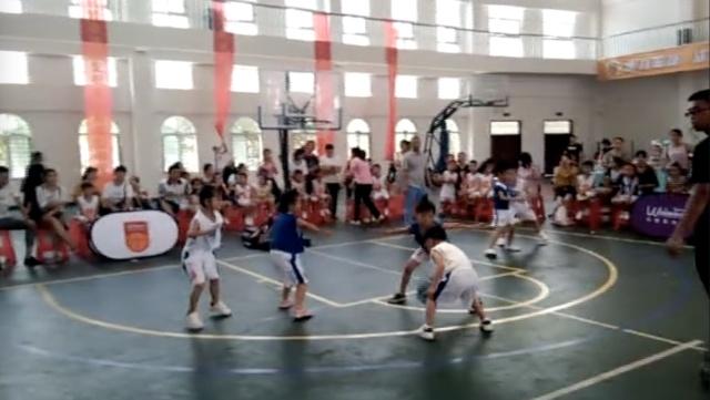 5岁萌娃打篮球,范儿不输NBA球星