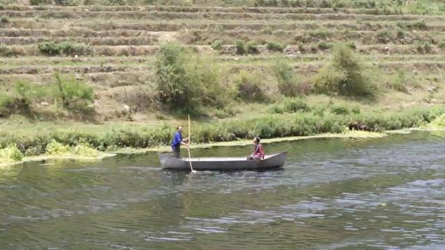 偏僻村庄不通公路,6代人靠划船出入