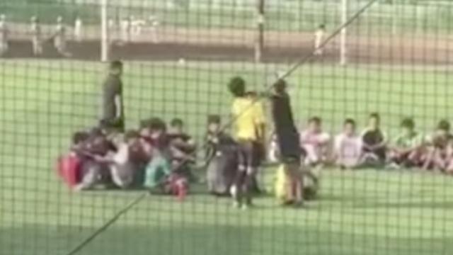 日本一学校足球教练打学生被炒鱿鱼