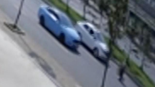 监拍:8旬拾荒老人被撞,肇事车跑了