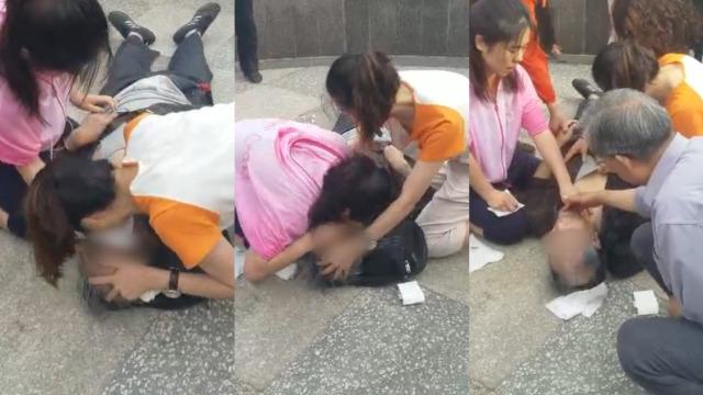 老人心梗晕倒,2女孩交替做人工呼吸