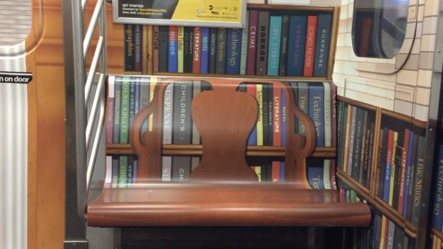 别人家的地铁:座椅后面是书柜