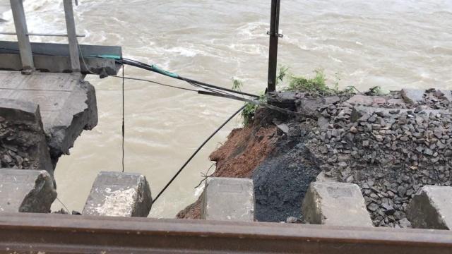浙赣铁路遭洪水冲击受损,500人抢修