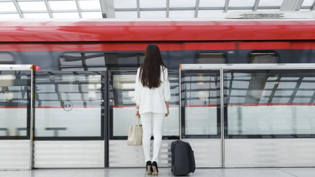 直播:防骚扰?广州地铁试点女性车厢