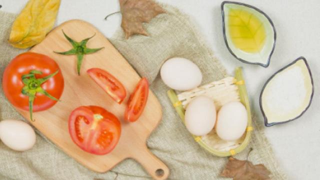 番茄炒蛋,先炒番茄还是先炒鸡蛋?