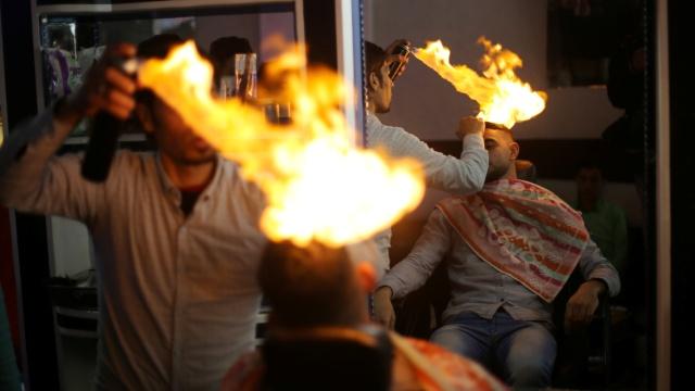 直播:火烧头皮,战斗民族理发新挑战
