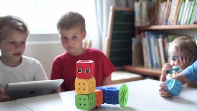 这款乐高玩具,可以教孩子们编程