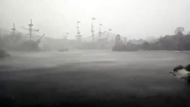 上海暴雨,迪士尼海盗船上演真实5D