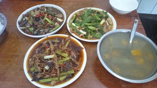 苍蝇馆子称肉炒菜,20多年只做3道菜