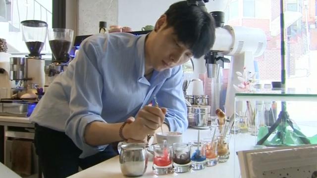 他在咖啡上画出梵高名画,每杯59元