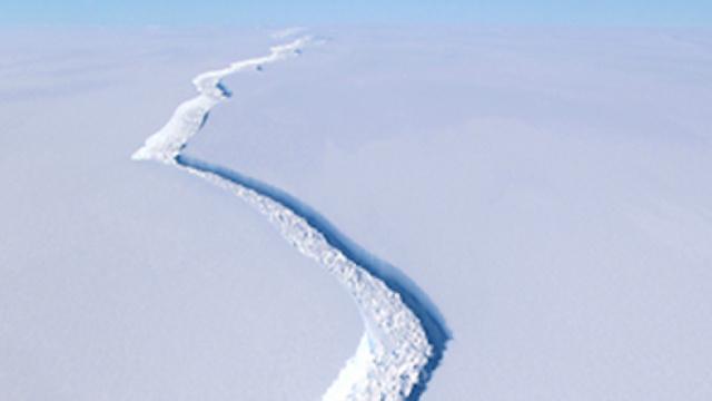 史上最大冰山脱离南极冰架