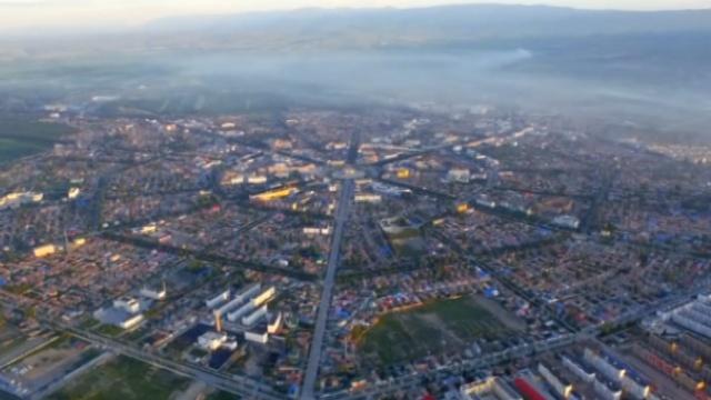 乘热气球升空800米,俯瞰新疆八卦城