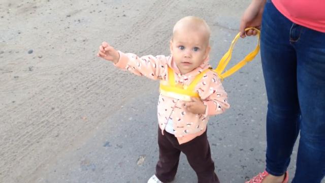 儿科医生:要科学引导宝宝学走路