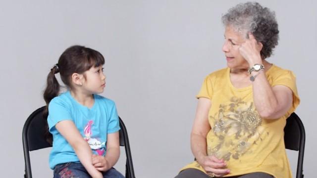 与孩子聊,阿尔茨海默症的她老忘事