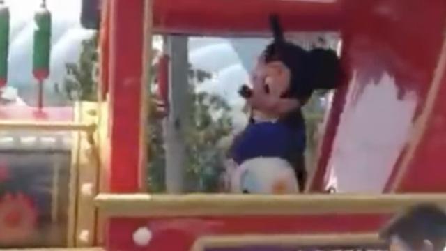 烈日下巡游,迪士尼
