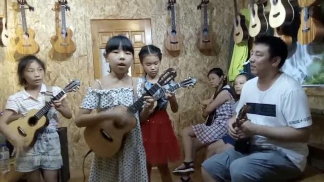父亲用音乐为女儿寻玩伴:结交死党