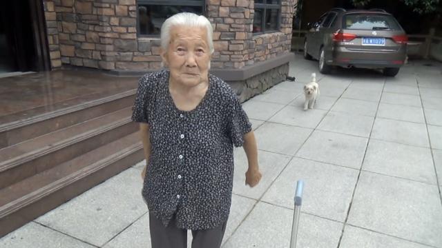 她102岁独居小洋房,自做一日三餐