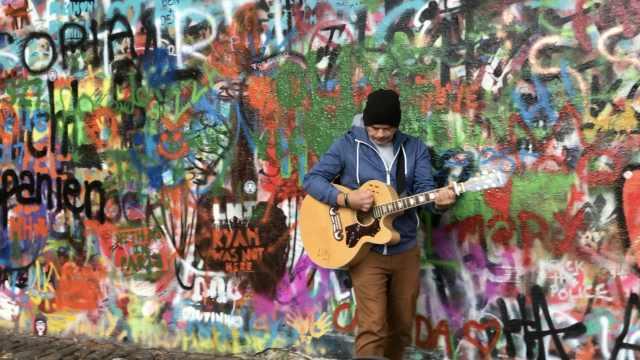 邀你去列侬墙边听一曲《Hey Jude》