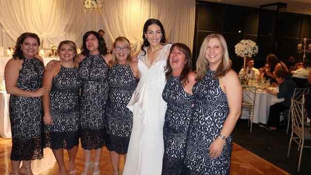 6名女宾婚礼撞衫,伴娘看了很抓狂