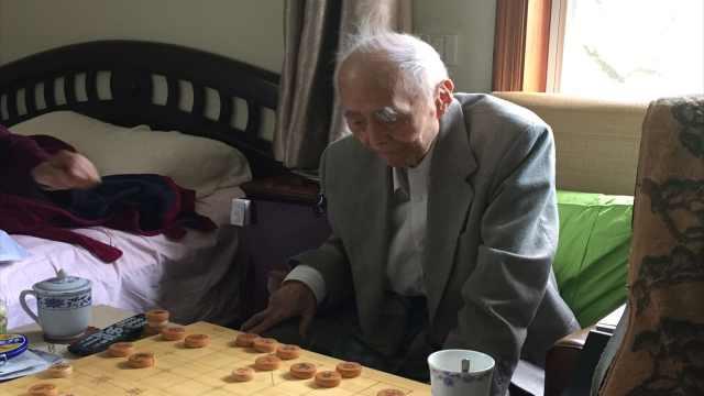 实录下棋时的钱谷融先生:童心未泯