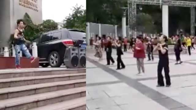 违和!肌肉男带大妈跳舞,诡异活跃