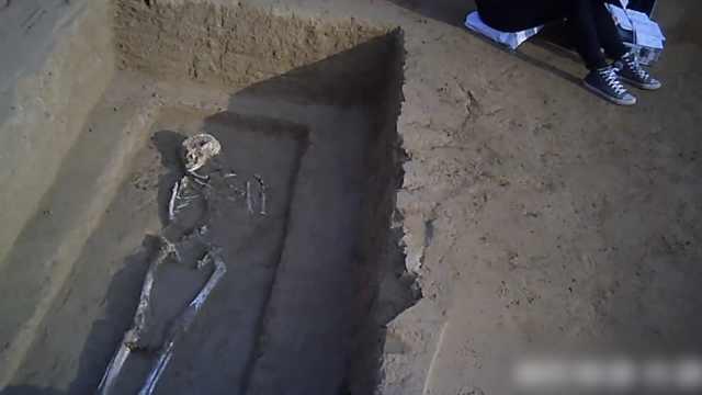 郑州城中村施工,地下挖出73座古墓