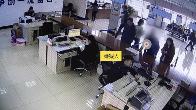 网逃人员进交警队办业务,当场被擒