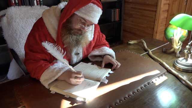 芬兰小伙扮圣诞老人,8个月不刮胡子