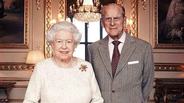英国女王夫妇庆白金婚,合影曝光