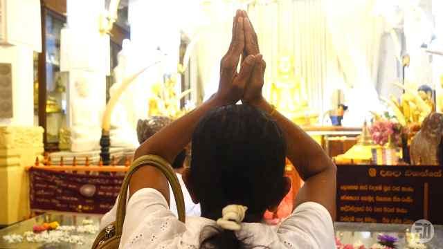 斯里蘭卡佛牙寺:清香凈水奉舍利