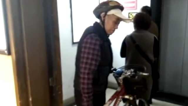81岁大爷爱骑车,远到漠河高至拉萨