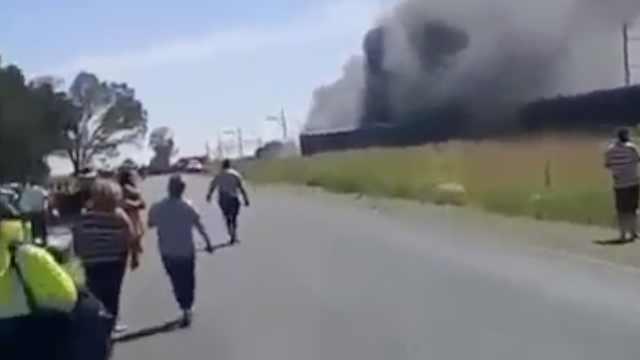 南非火车撞卡车出轨,致12死268伤