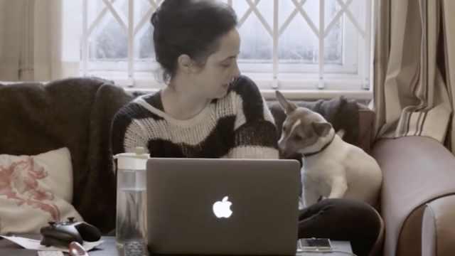 好桑心!连爱犬都嫌弃我,更爱女友