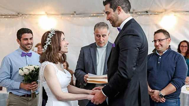 他惊喜求婚成功,2小时后就结婚了