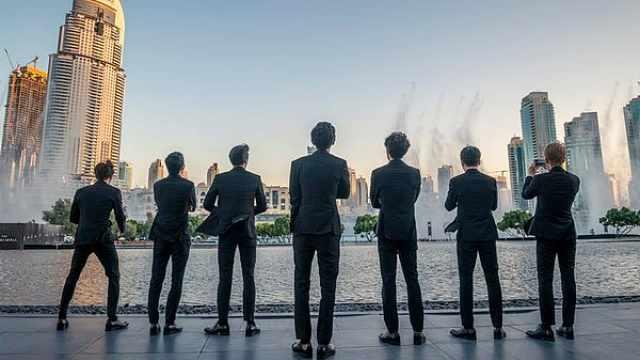 歌曲入选迪拜喷泉秀,EXO现场超嗨