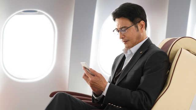"""22日起!山航旅客可""""空中开手机"""""""