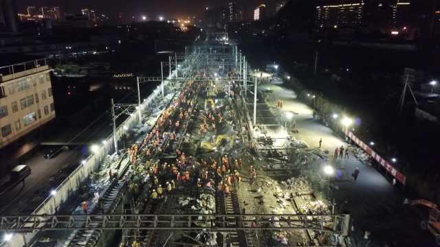 壮观!1500工人9小时为铁路站