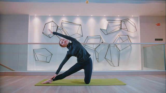 瑜伽门闩式,有效缓解中下背部疼痛