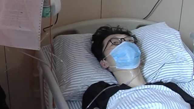 大三男生年前查出白血病,母亲泪奔