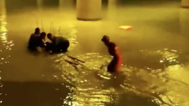 59岁老民警跳冰水救人,被冻僵送医