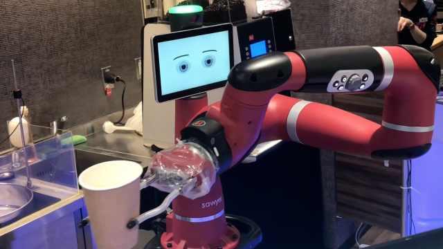 稀奇!体验日本首家机器人咖啡店