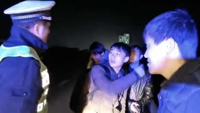 4人寒夜暴走高速:被大巴甩在服务区