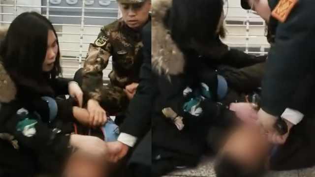 旅客突发癫痫,武警和路过护士施救